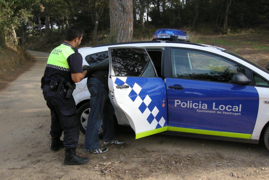 Imputat per punxar rodes de cotxes a Palafrugell