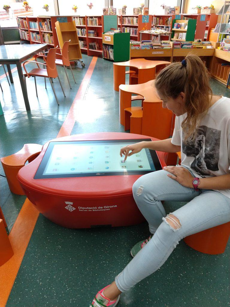 Biblioteca Palafrugell disposa Tauleta Gegant