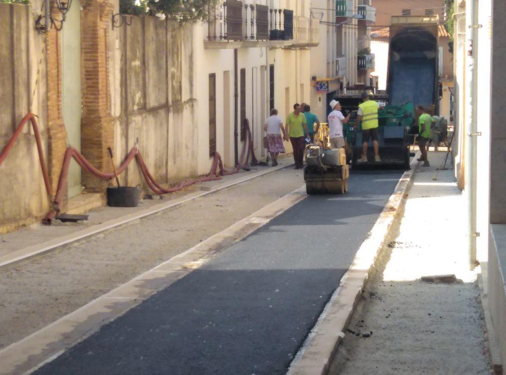 Asfalten part dels carrers Cervantes i Progrés