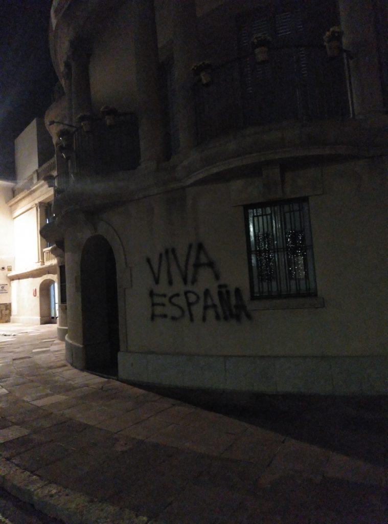 Pintades façana Ajuntament de Palafrugell Moció Sentència Procés