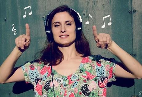 Olga Cercós, música, ball i el so dels colors a la Biblioteca de Palafrugell