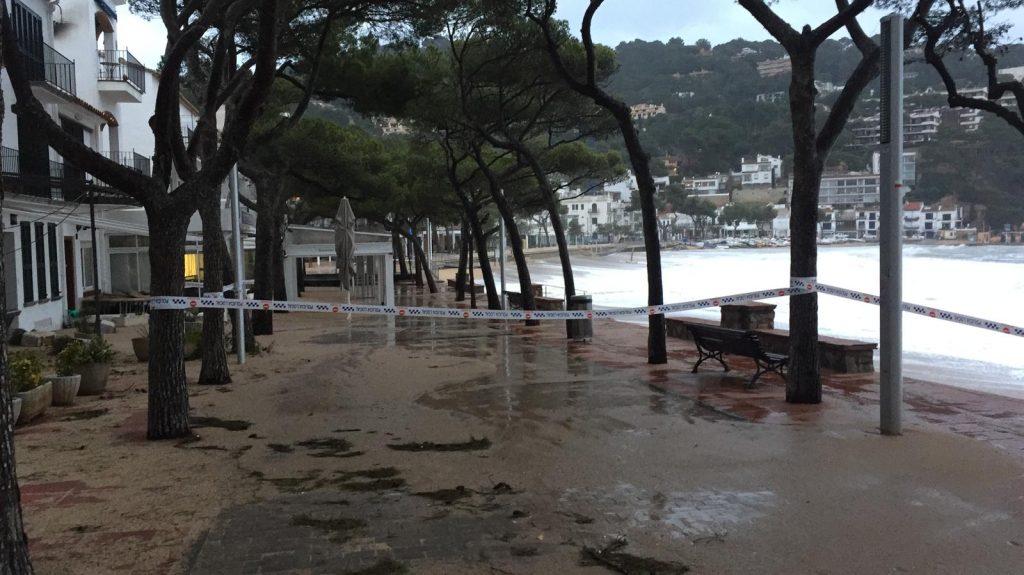 Glòria fa tallar els accessos a les platges de Palafrugell