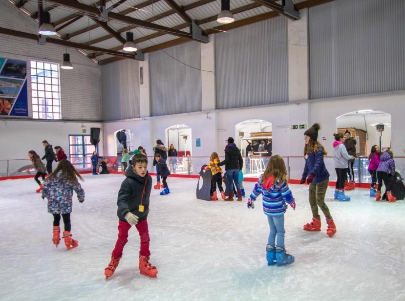 Un 20% més de patinadors a la pista de gel de Palafrugell