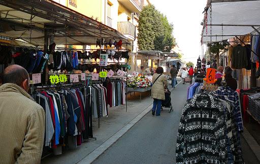Tornen totes les parades al mercat setmanal de Palafrugell