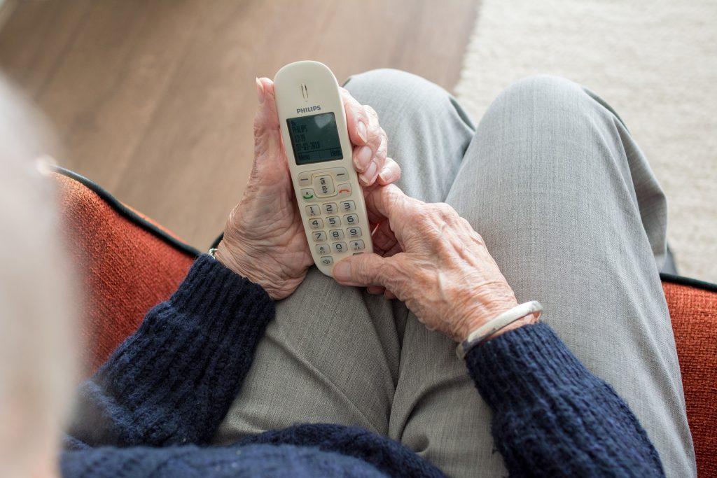 Palafrugell fa seguiment telefònic a més de 1.700 majors de 70 anys