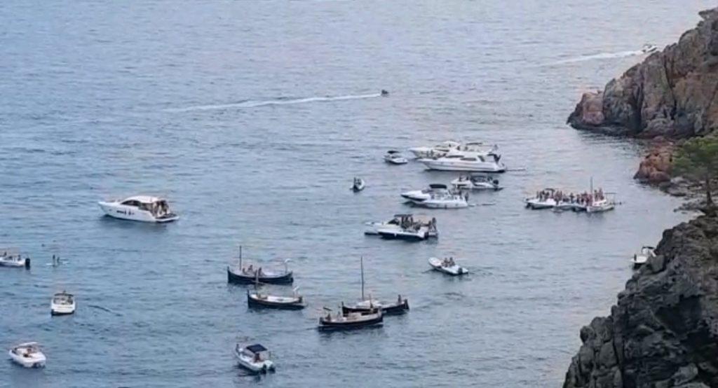 Eviten una Party Boat a la costa de Palafrugell