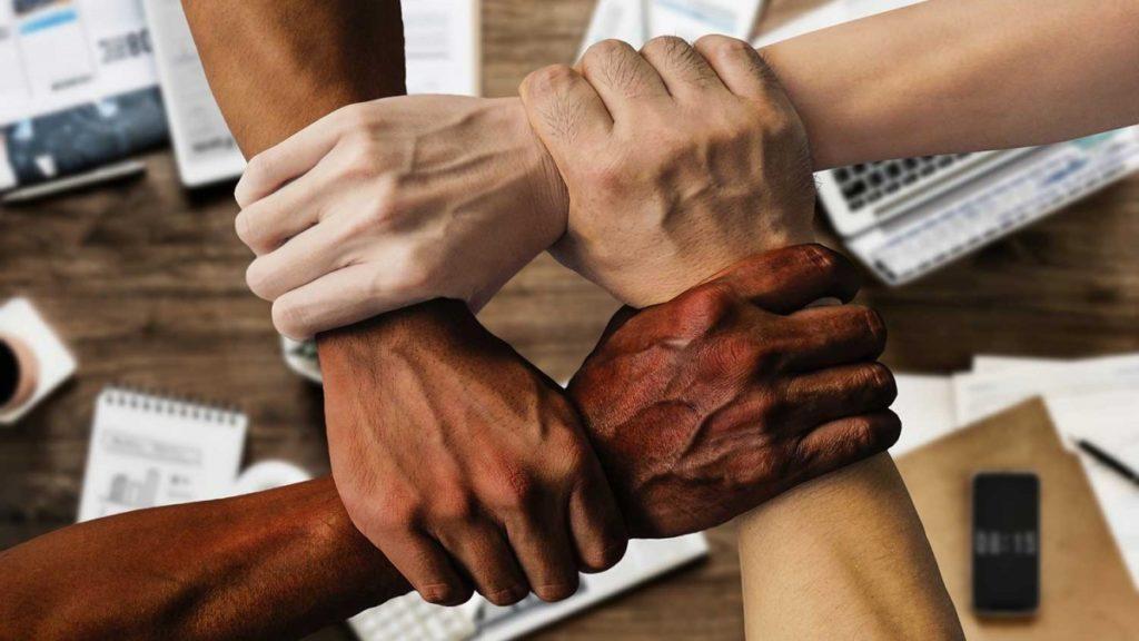 l'educació contra les agressions racistes